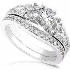 Round Brilliant Diamond Wedding Ring Set in 14kt White Gold