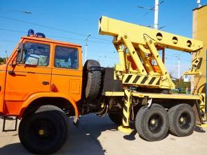 Crane tow truck