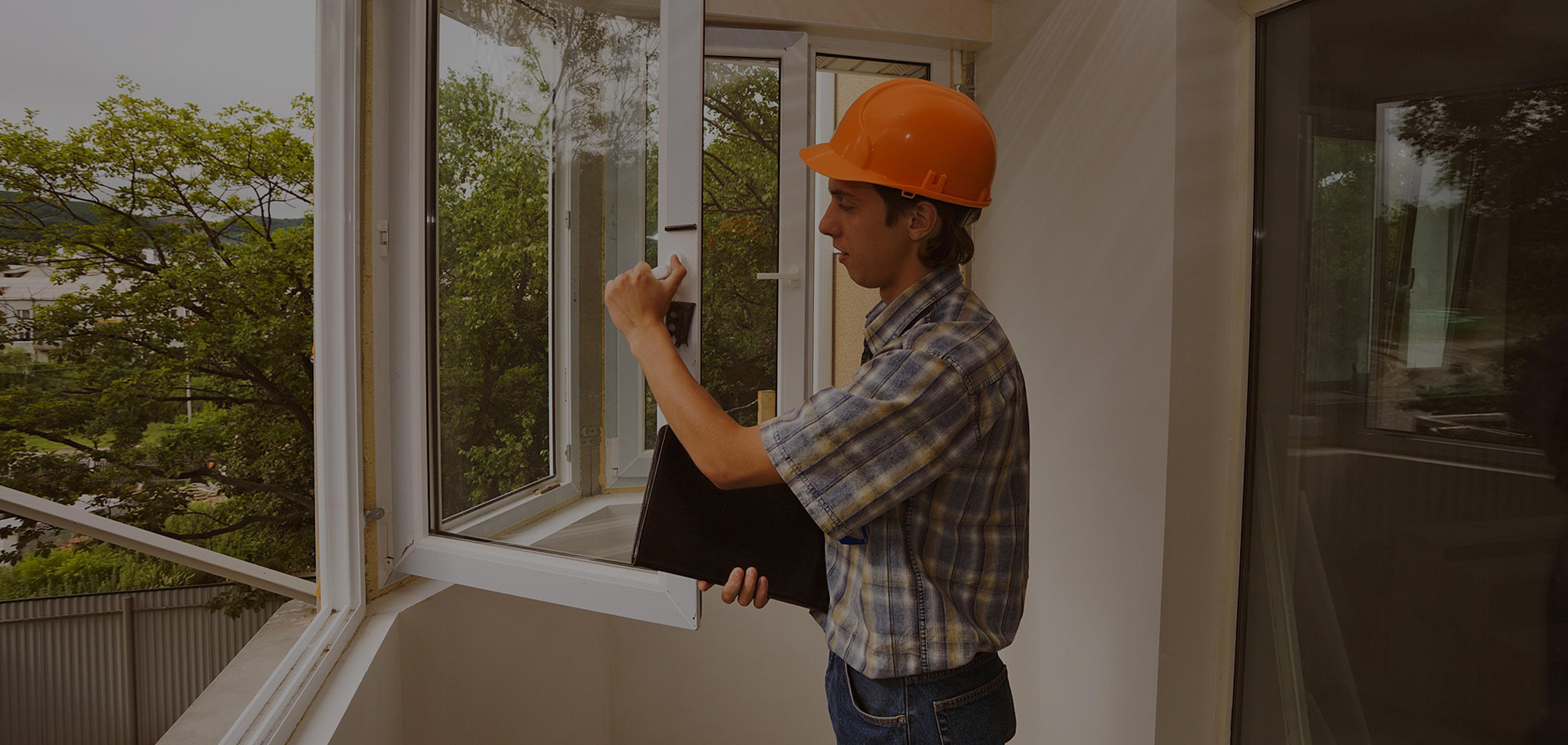 Остекление балкона пластиковыми окнами.