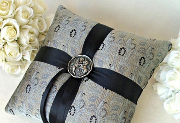 The Kensington Ring Pillow