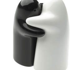 hug_salt_and_pepper_shaker_set_1